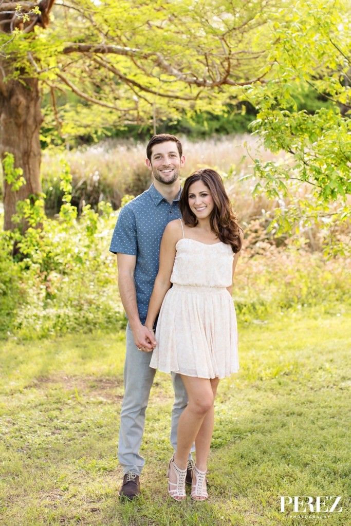 Summer outdoor engagement photos - Photo by Perez Photography