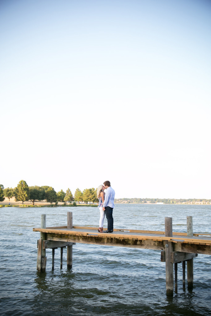 White Rock Lake outdoor engagement photos in Dallas, Tx - Photos by The Mamones