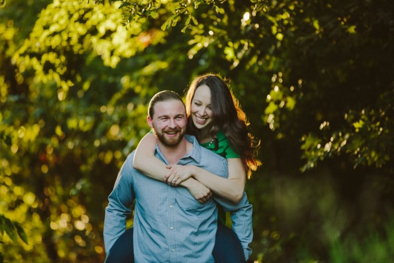 Outdoor engagement photos in Dallas - Photos by Honey and Salt Photography