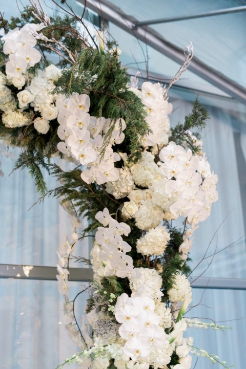 Custom floral arch by Freesia Dallas for winter wedding ceremony - Photo by Shannon Skloss Photography