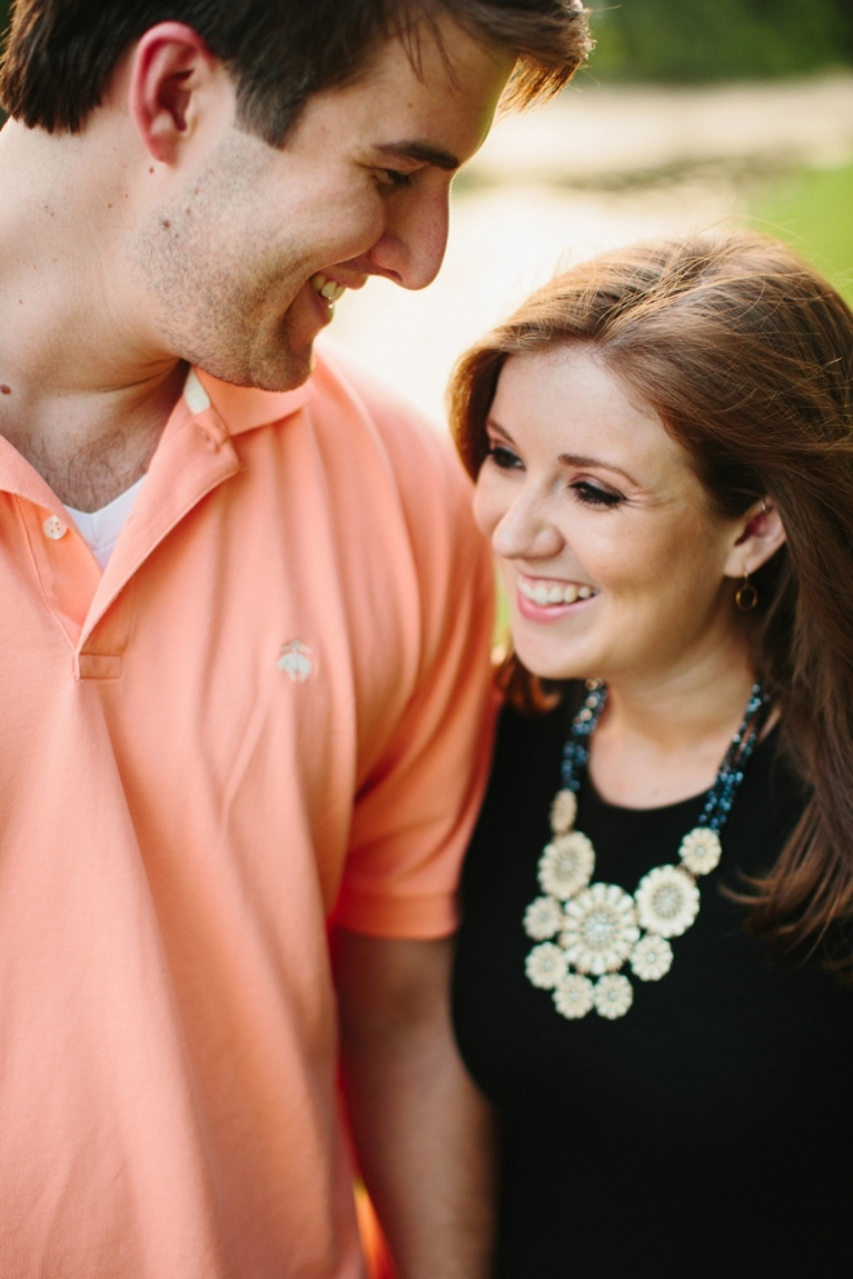 Cute close up of couple in outdoor engagement photos - Photo by Sara & Rocky Photography