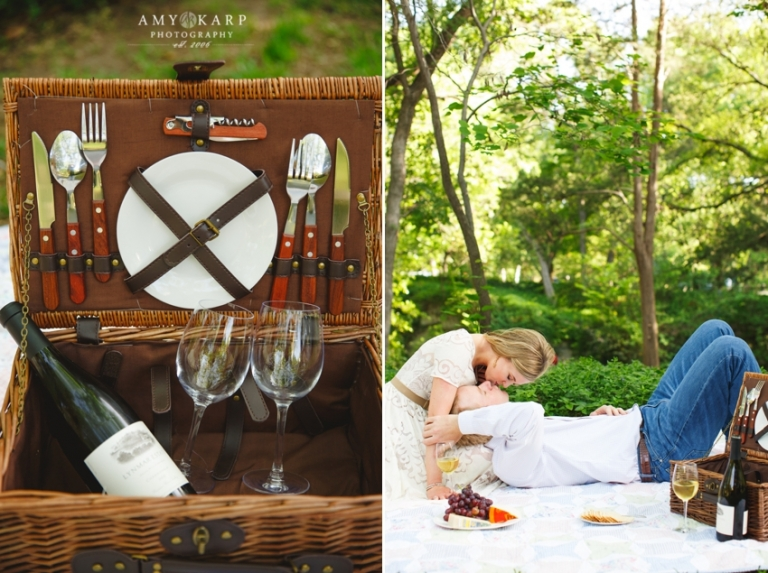 Cute outdoor engagement photos couple on a picnic in a park - Photo by Amy Karp Photography