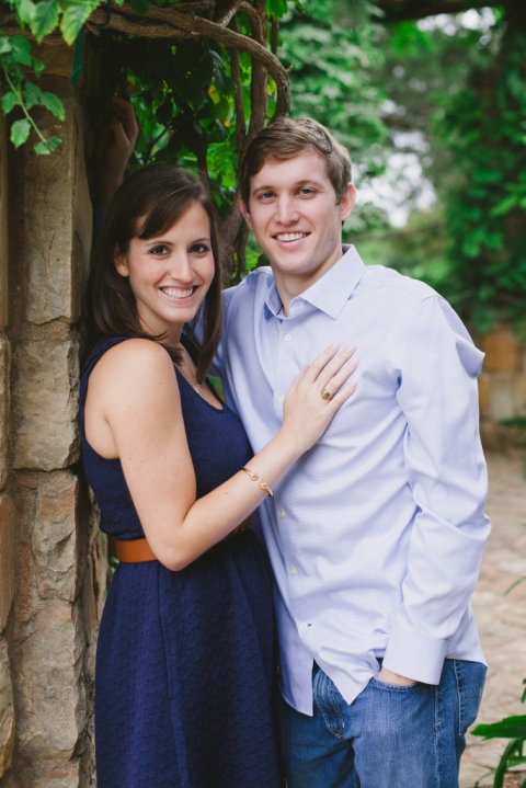 Outdoor engagement photos in DFW - Photo by Laura Elizabeth Photographers