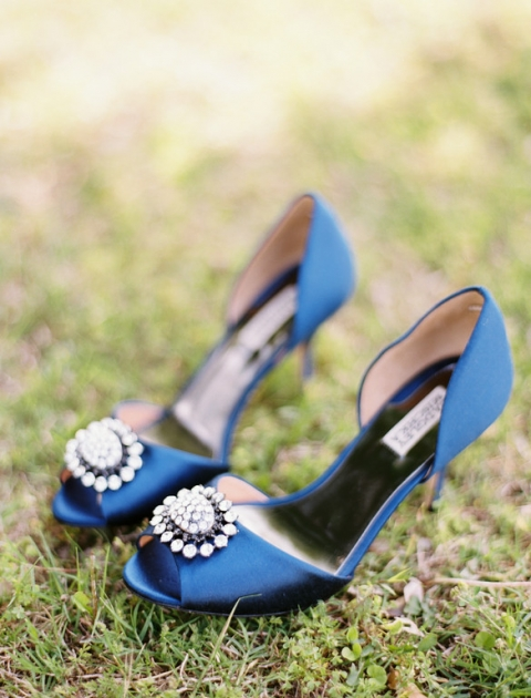 Blue Badgley Mischka wedding shoes with rhinestone pendant - Photo by Ben Q. Photography