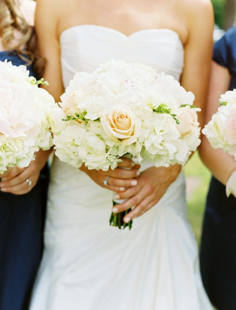 Summer brides wedding bouquet with white and peach flowers - Photo by Ben Q. Photography