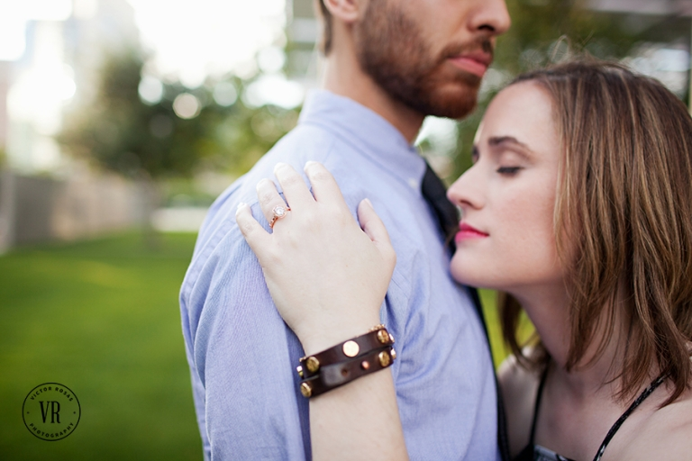 Outdoor engagment photos - Photo by Victor Rosas Photography