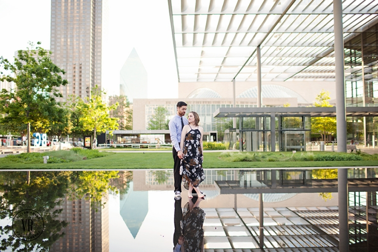 Dallas Arts District engagement photos - Photo by Victor Rosas Photography