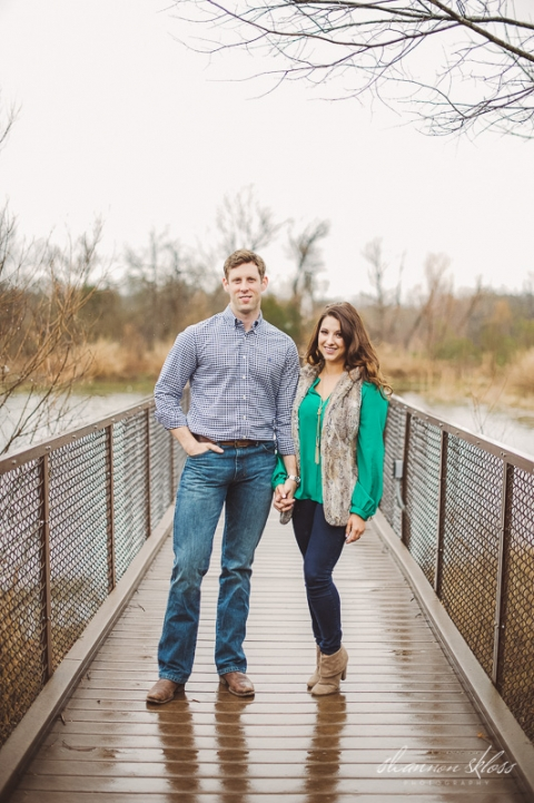 Engagment photo on bridge - Photo by Shannon Skloss Photography