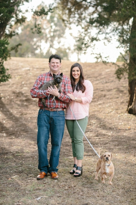 Outdoor wooded engagement photos - Photo by Apryl Ann Photography