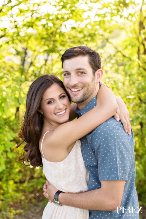 Sunny outdoor engagement photos - Photo by Perez Photography