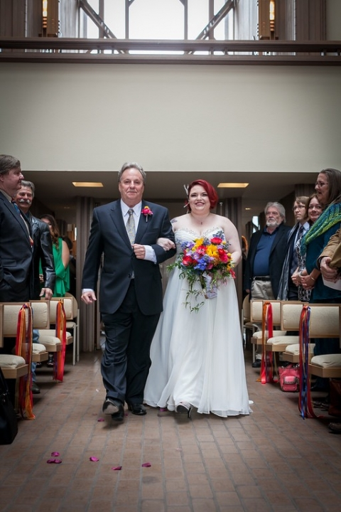 Winter wedding with colorful bouquet - Photo by Daniel Brennan
