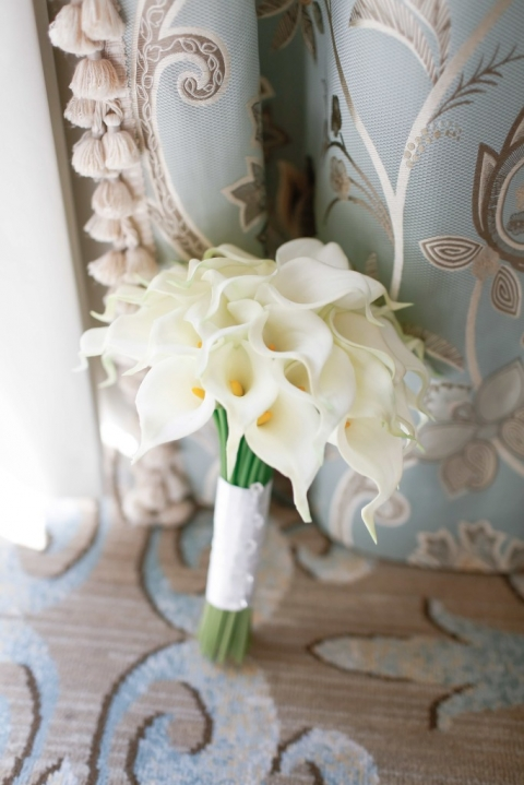 Brides white calla lily bouquet spring wedding - Photo by Fairy Tale Photography