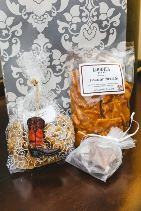 Guest welcome bag for out of town guests at fall wedding in Dallas, Texas bags with peanut brittle and mini cowboy boot ornament - Photos by Katherine O'Brien Photography