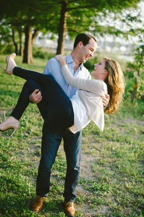 Outdoor engagement photos in Dallas, Texas - Photos by Rae Portraits